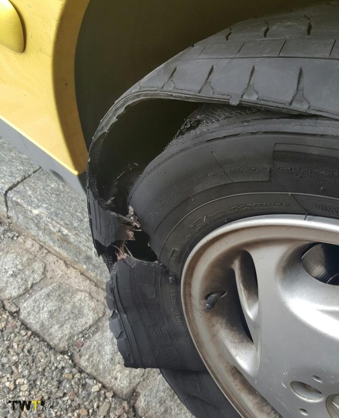 Nos ha mirado un tuerto: Pinchamos una rueda